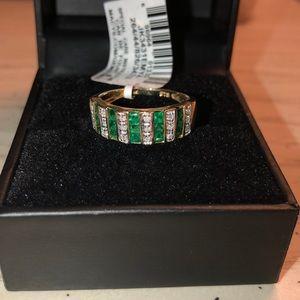 Beautiful emerald ring😍